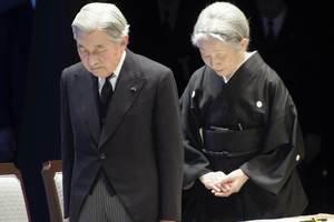 Οι Ιάπωνες τίμησαν τους νεκρούς του καταστροφικού σεισμού