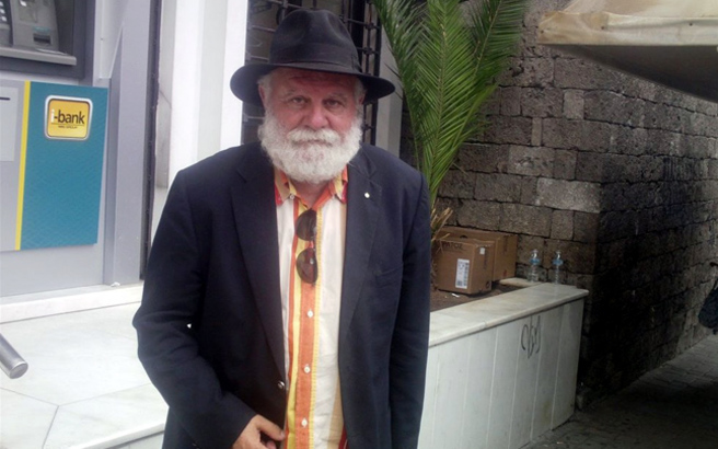 «Γιατί ζήτησα να απομακρυνθεί το στεφάνι του Νταλάρα στην κηδεία του πατέρα μου»