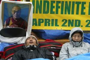 Απεργία πείνας κάνουν Θιβετιανοί έξω από τον ΟΗΕ