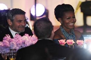 Δειπνήστε στο σπίτι του Κλούνεϊ μαζί με... τον Ομπάμα