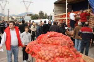 Διανομή πατάτας και... σφαλιάρας στη Χαλκίδα