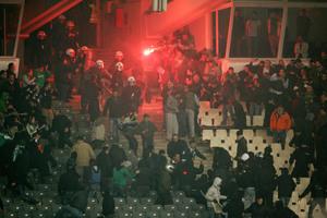 Οι Έλληνες πληρώνουν «χρυσά» τα επεισόδια στα γήπεδα