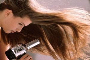 Έξι μυστικά για το πιστολάκι στα μαλλιά