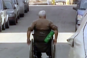 Καρφώνουν τους «μαϊμού» ανάπηρους