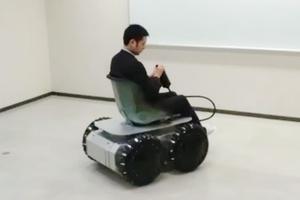 Αναπηρικό αμαξίδιο κινείται προς κάθε κατεύθυνση