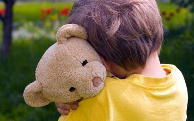 Οι δημόσιοι υπάλληλοι που έχουν παιδιά με αυτισμό θα δικαιούνται ειδική άδεια 22 ημερών