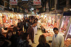 Bloomberg: Οι Έλληνες δεν αγοράζουν ολόκληρο αρνί