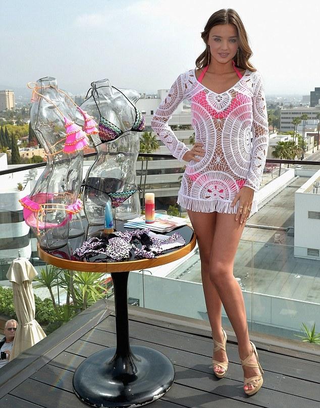 efd2cc40da6 Πλεχτά vs κεντητά φορέματα εσύ τι θα διαλέξεις; - Fashionist - Μόδα ...