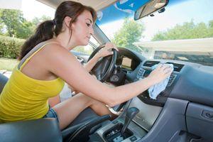 Καθαρισμός του σαλονιού αυτοκινήτου