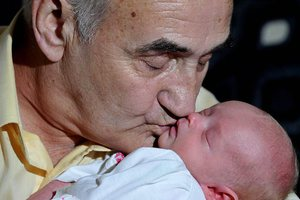 Έγινε πατέρας στα 67 του χάρη σε κατεψυγμένο σπέρμα