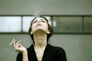 Το κάπνισμα αυξάνει τον κίνδυνο καρκίνου του μαστού