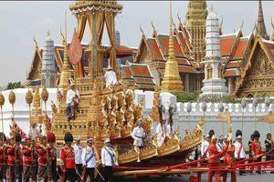 Η σπάνια δημόσια εμφάνιση του βασιλιά της Ταϊλάνδης