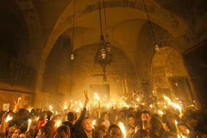Σε κλίμα κατάνυξης η τελετή αφής του Αγίου Φωτός