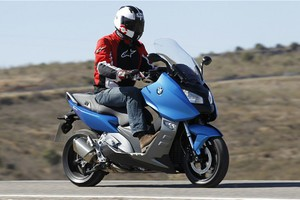 Καθυστερεί η παραγωγή των νέων maxi-scooter της BMW