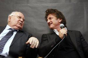 Δια χειρός Γκορμπατσόφ παρέλαβε το βραβείο του ο Σον Πεν
