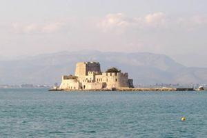 Απέκλεισαν το λιμάνι του Ναυπλίου ψαράδες της Αργολίδας