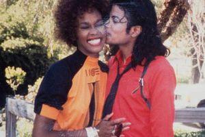 H Whitney Houston είχε κρυφό δεσμό με τον Michael Jackson;