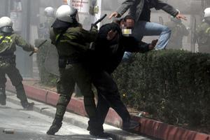 «Ανησυχητικές οι επιθέσεις κατά δημοσιογράφων»