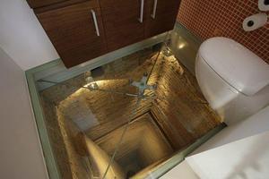 Μπάνιο με θέα... 15 ορόφους!