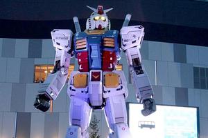 Ένα τεράστιο ρομπότ στους δρόμους του Τόκιο