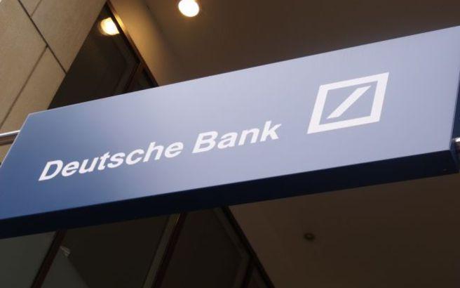 Η Deutsche Bank θέλει να αντλήσει 8 δισ. ευρώ από τους μετόχους της