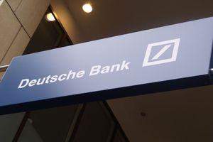 Τι συμβαίνει με τη Deutsche Bank και πέφτουν οι μετοχές της