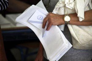 Έλλειψη ψηφοδελτίων σε εκλογικά τμήματα στη Λάρισα