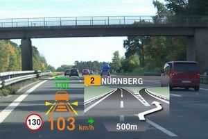 Το έγχρωμο Head-Up Display διατίθεται και στη BMW Σειρά 3
