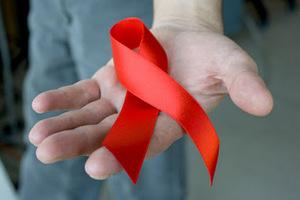 Πώς μεταδίδεται το AIDS κάνοντας σεξ χωρίς προφυλάξεις
