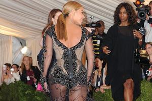 Με... φτερά και πούπουλα η Beyonce
