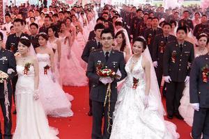 Ομαδικός... στρατιωτικός γάμος στην Ταιβάν