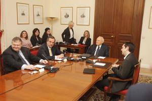 Συγκρότηση κυβέρνησης προσωπικοτήτων συζητούν στο Προεδρικό