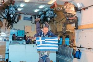 Ο Νικ Χάλικ ετοιμάζεται να παίξει... μπουζούκι στο Διάστημα