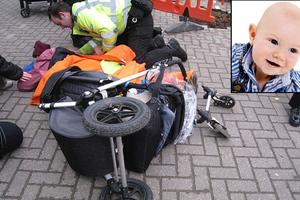 Μεταλλική κολώνα κατέρρευσε σε καροτσάκι μωρού