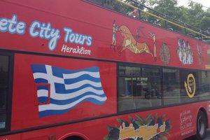 Ταξιτζήδες και λεωφοριούχοι «έβαλαν στη μέση» τους τουρίστες