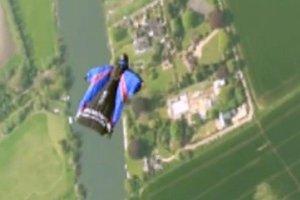 Απίστευτη πτώση από ελικόπτερο χωρίς αλεξίπτωτο
