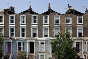 Κατέρρευσαν στέγες σπιτιών στο Λονδίνο!