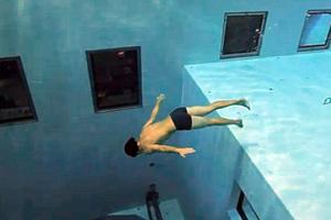 Βουτιά στην πιο βαθιά πισίνα του κόσμου
