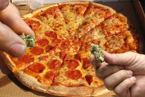 Μοίραζαν πίτσες και σουβλάκια με ναρκωτικά!