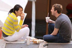 Σε «οικονομίες» προέβη ο Mr. Facebook
