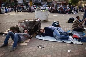 Συνεχίζεται η κατάληψη της πλατείας Ταχρίρ