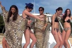 Η οικογένεια Kardashian το έριξε στο τραγούδι