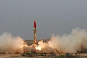 Επιτυχής δοκιμή νέου βαλλιστικού πυραύλου στο Ιράν