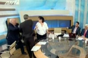 «Νεοναζιστής βουλευτής χτυπά κομουνίστρια συνάδελφό του στην τηλεόραση»