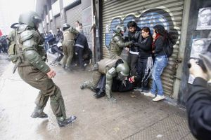 Πεδίο μάχης το Σαντιάγο στη Χιλή