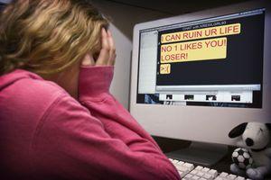 Ηλεκτρονικό bullying από 15χρονη σε δύο ανήλικες