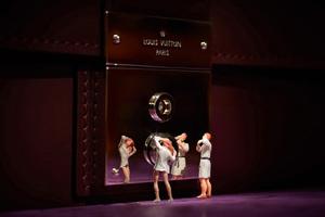 Νυχτερινή «επίσκεψη» στη Louis Vuitton