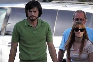 Ο Ashton Kutcher ως... Steve Jobs