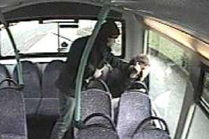 Επίθεση με σφυρί σε ανήλικο επιβάτη λεωφορείου