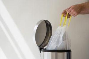 Πώς να διώξετε τις οσμές από τις σακούλες σκουπιδιών